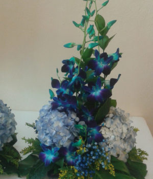 blue-dendro-and-hydrangea-centerpiece-sm